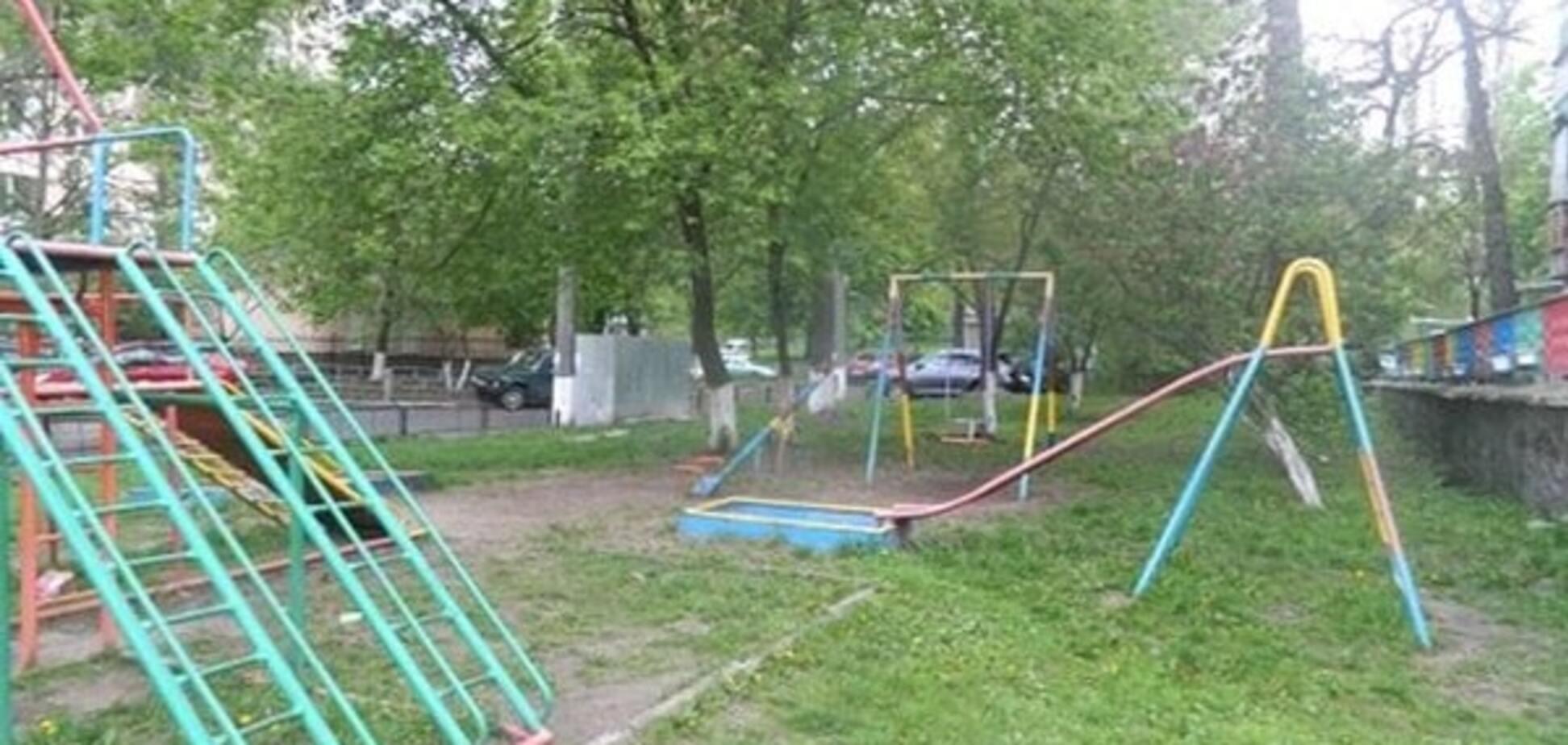 У Києві хлопчик 'замінував' дитячий майданчик