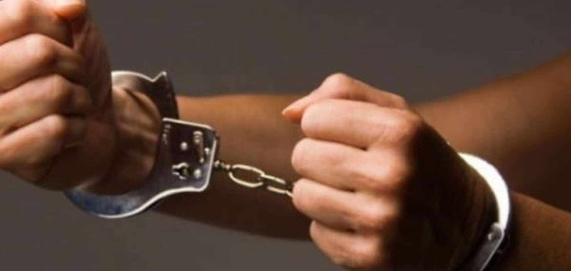У Києві псевдоміліціонер одягнув на школяра наручники і пограбував
