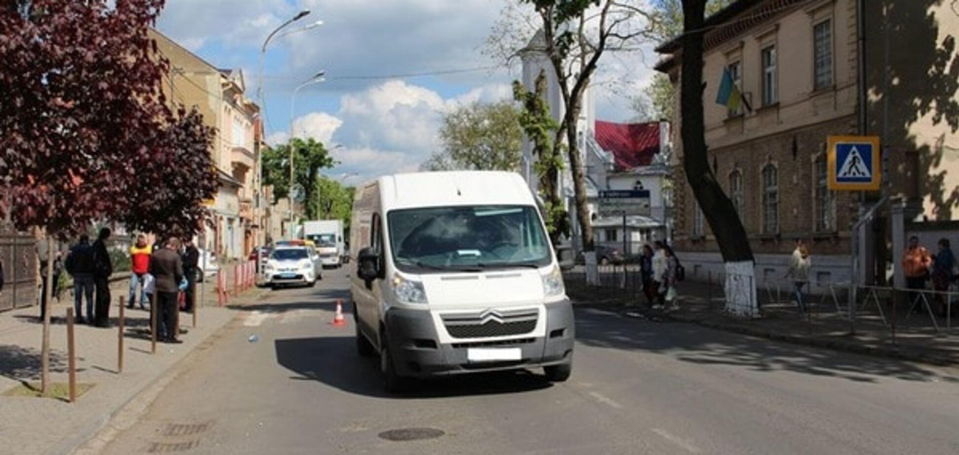 ДТП на Закарпатті: мікроавтобус на очах матері на смерть збив дитину