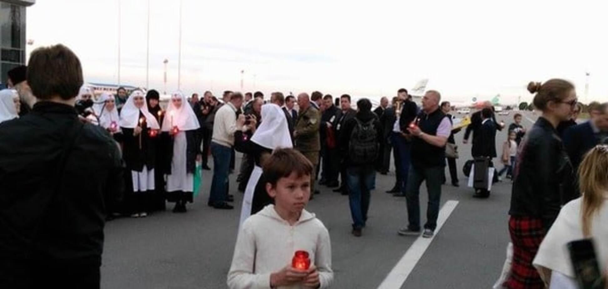 Благодатний вогонь привезли до Києва і відправлять на Донбас