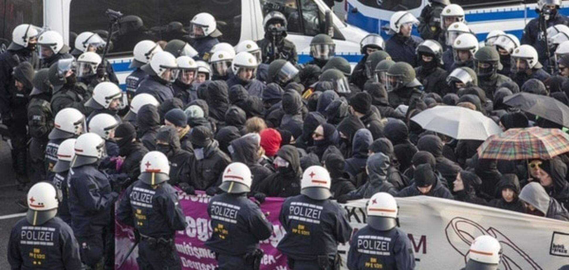 У Штутгарті демонстранти побилися з поліцією, близько 400 людей заарештовано