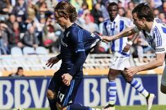 'Реал' добыл сложную победу и обошел 'Барселону' в чемпионате Испании