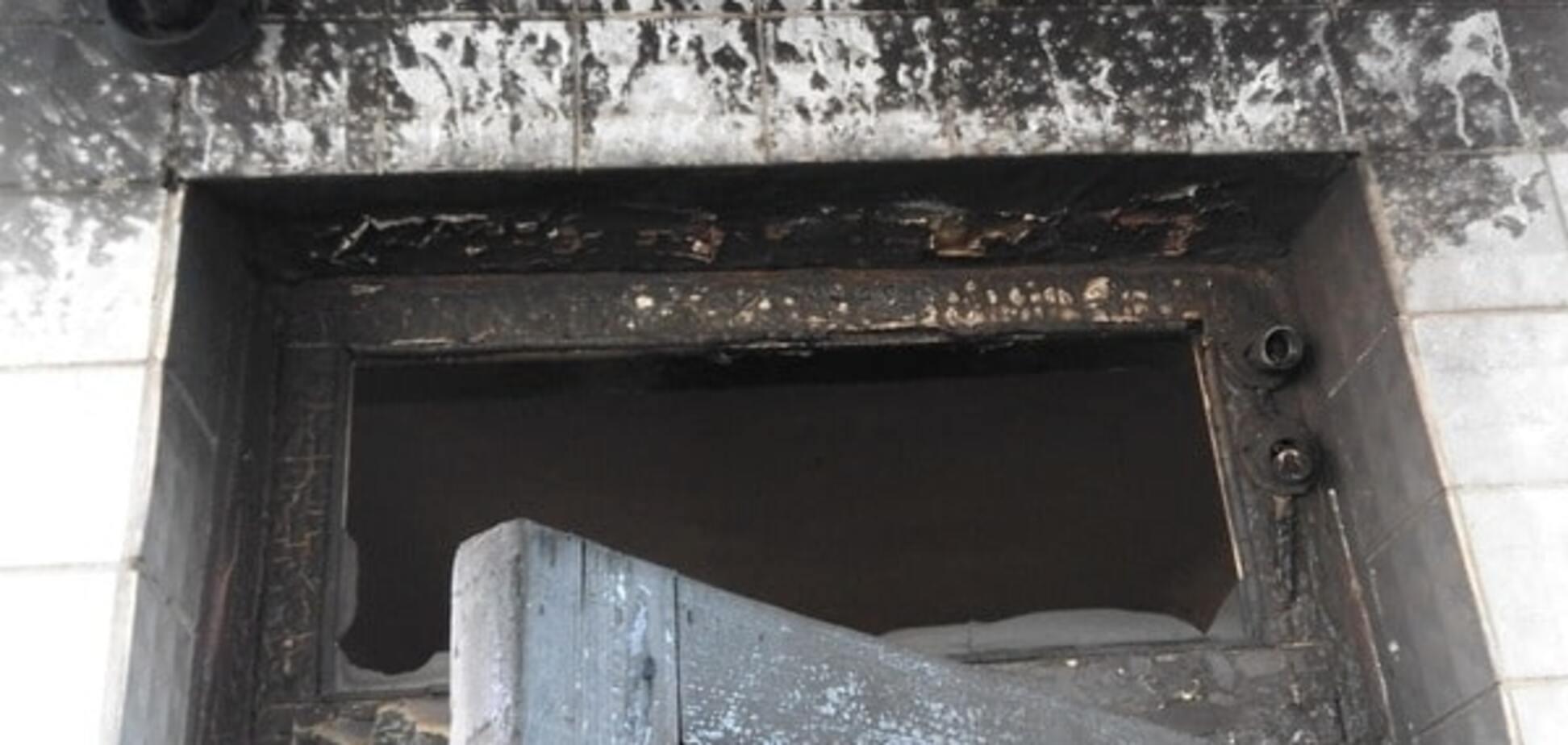 Під Києвом підпалили будівлю селищної адміністрації: опубліковано фото