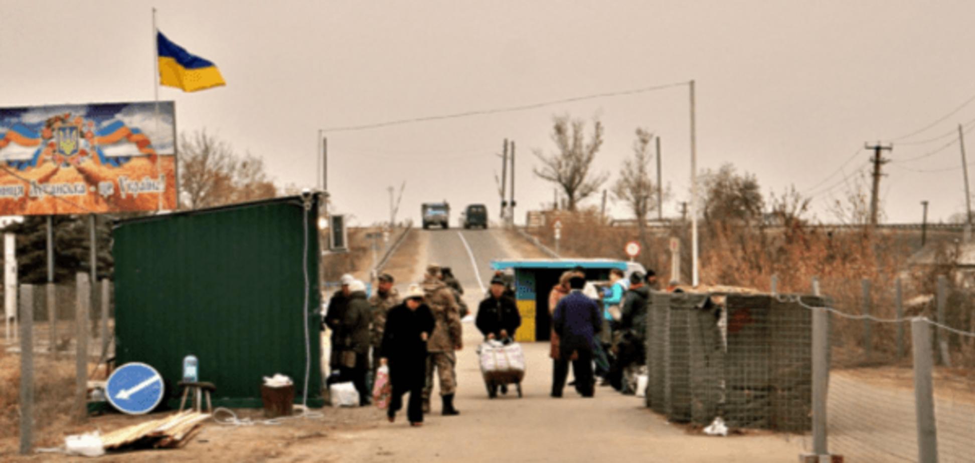 Обстріли не припиняються: в штабі АТО оголосили про закриття КПВВ 'Станиця Луганська'