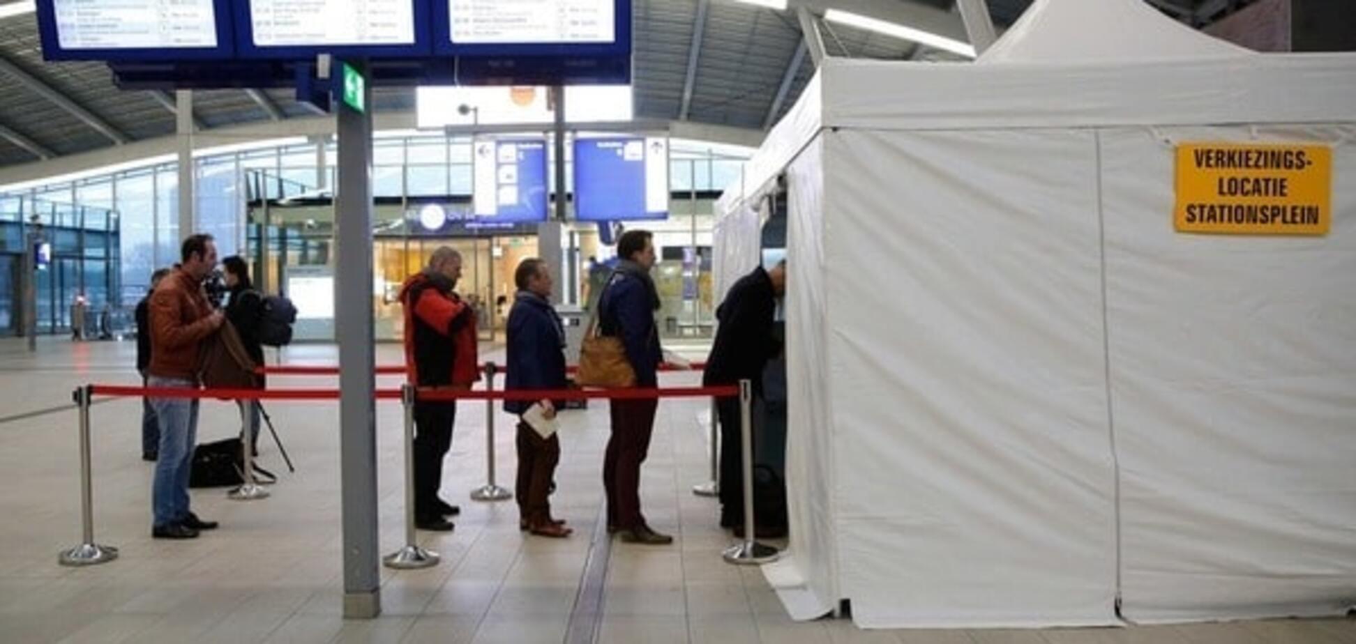 Не торопитесь: Бильдт усомнился в легитимности референдума в Нидерландах