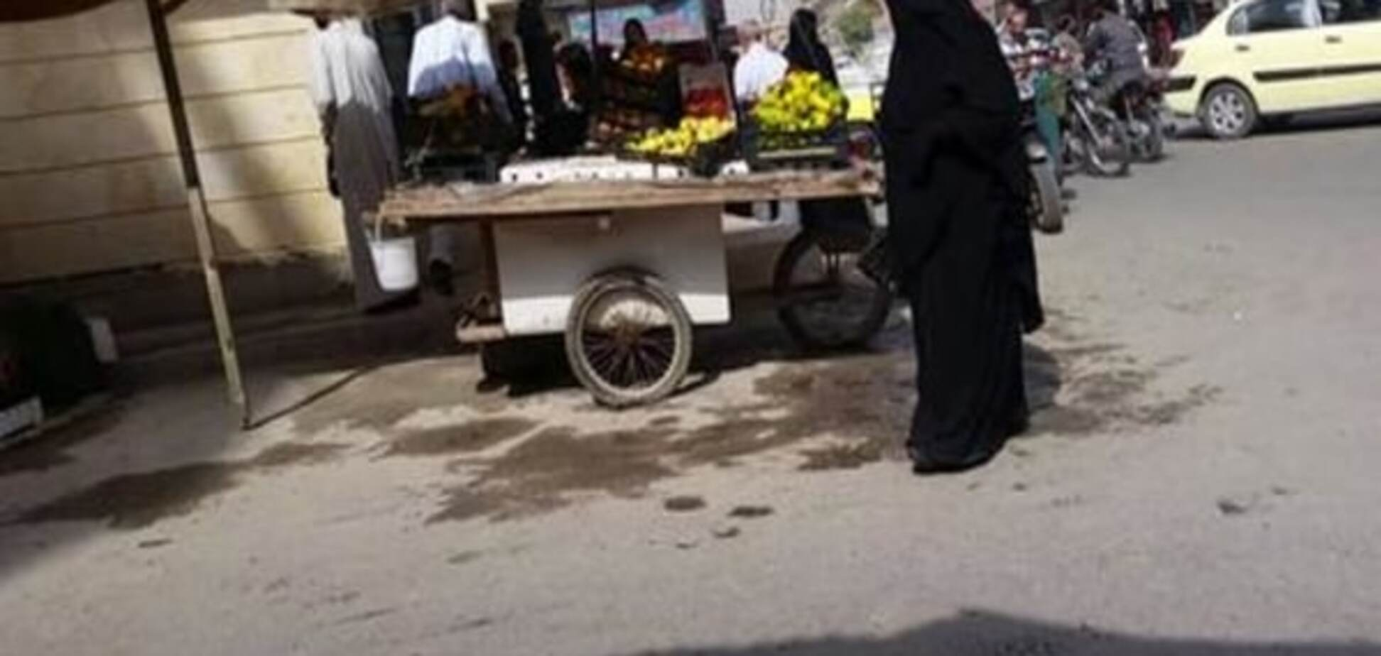 По законам шариата: СМИ узнали, как живется женщинам в 'столице' террористов ИГИЛ