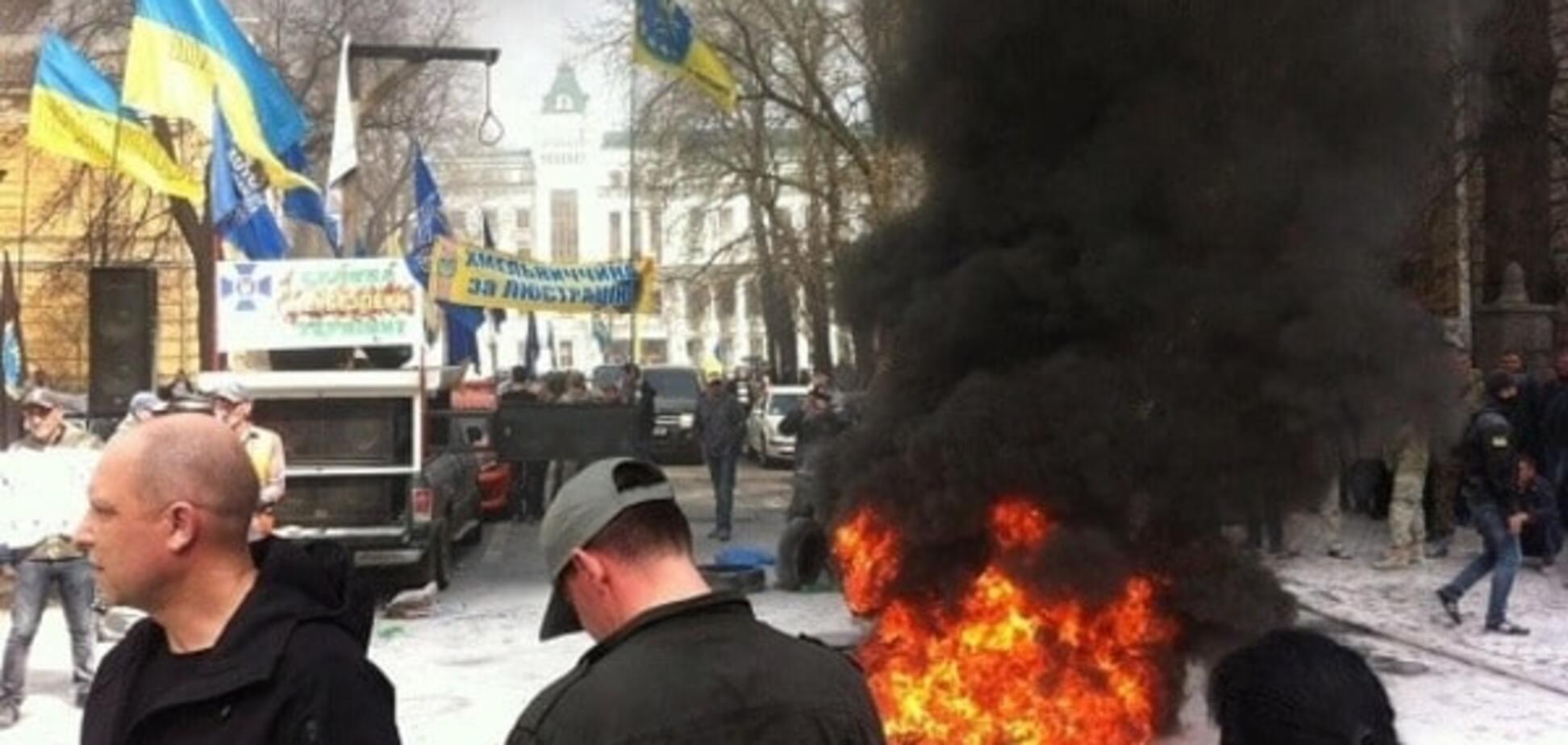 Підпал шин на Банковій: 'Автомайдан' спростував свою участь в акції