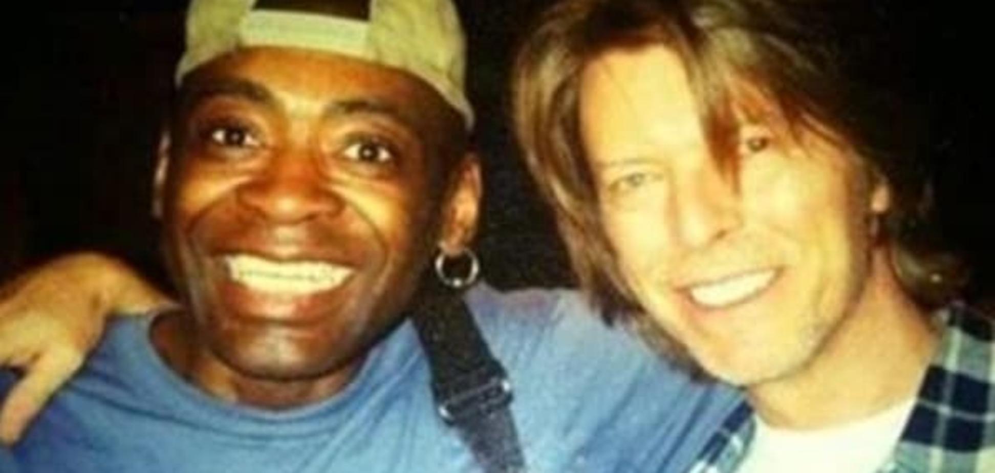 Від раку помер барабанщик Девіда Боуї
