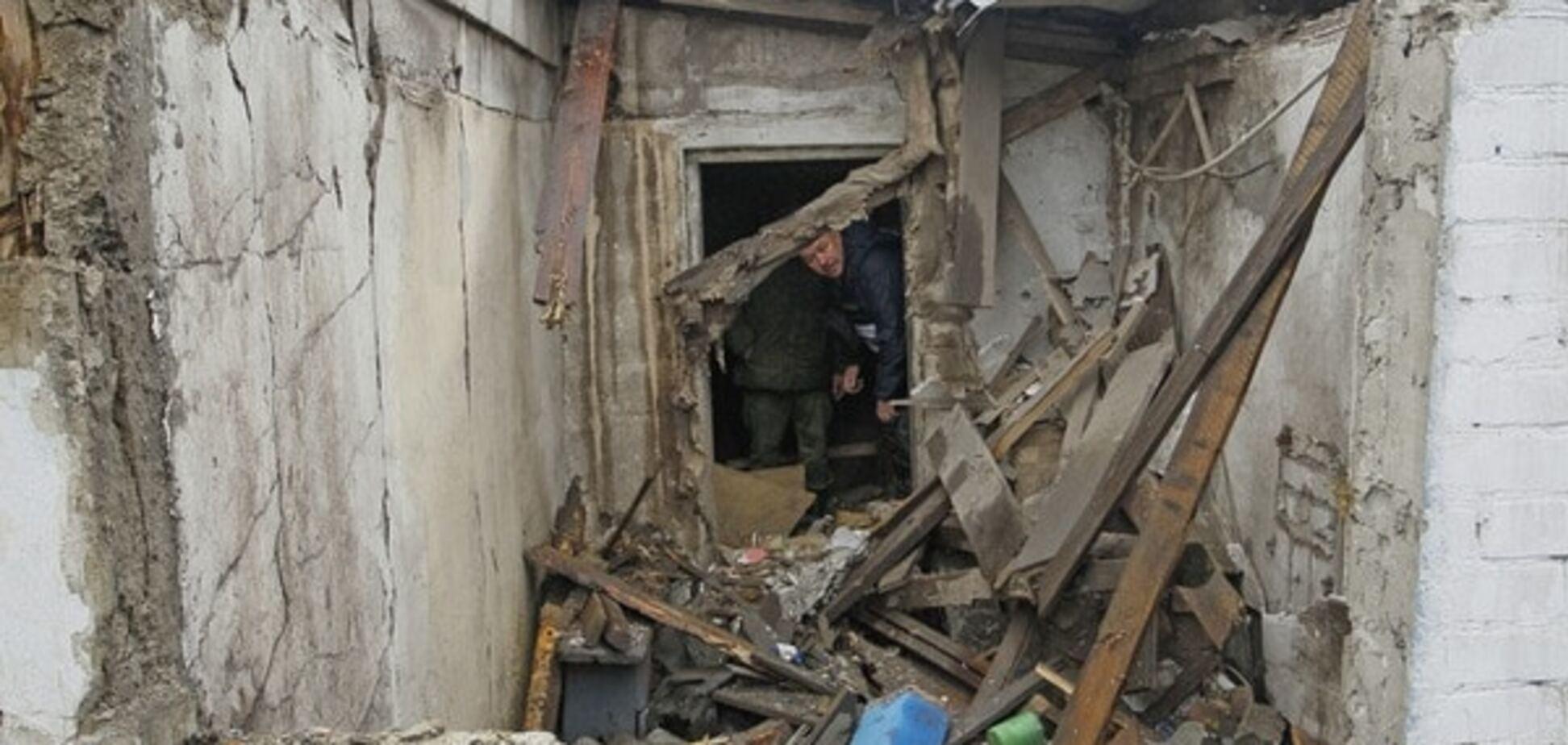 Терористи зруйнували десять будинків мирних жителів на Донбасі