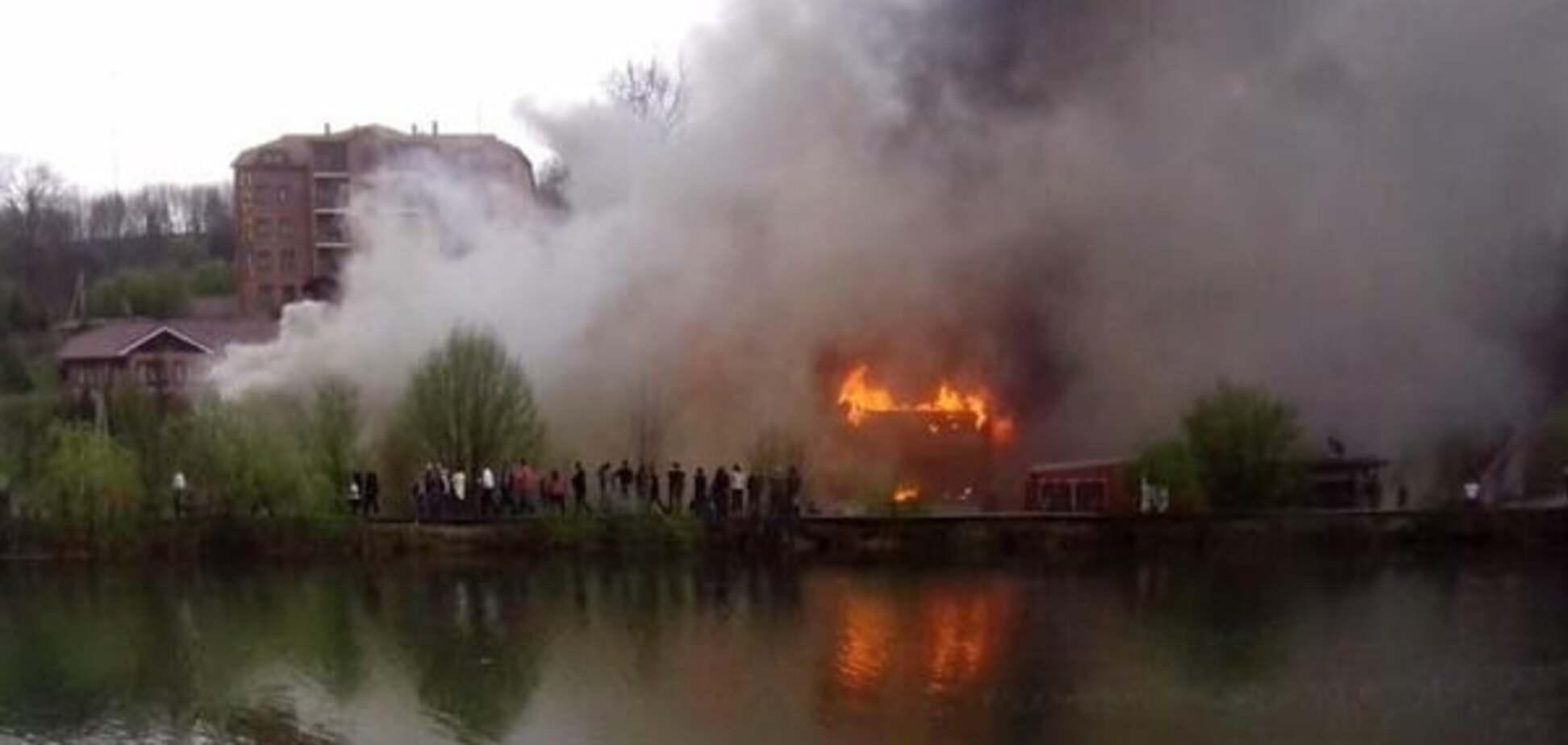 На Закарпатті спалахнув комплекс 'Здравниця Карпат'. Фотофакт