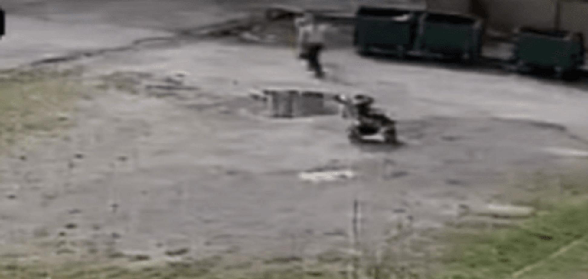 У Львові матуся-садистка побила 2-річну дитину і її бабусю палицею з цвяхами: шокуюче відео