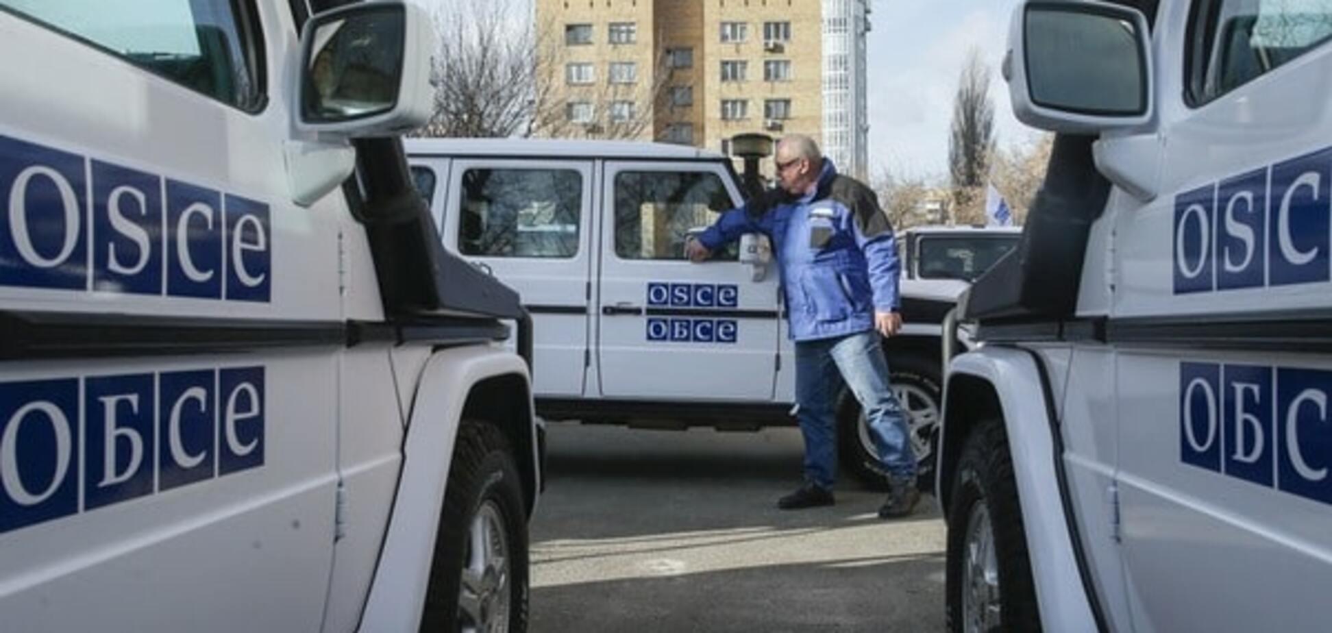 Переслідували і блокували проїзд: у 'ДНР' намагалися повісити на авто ОБСЄ георгіївську стрічку