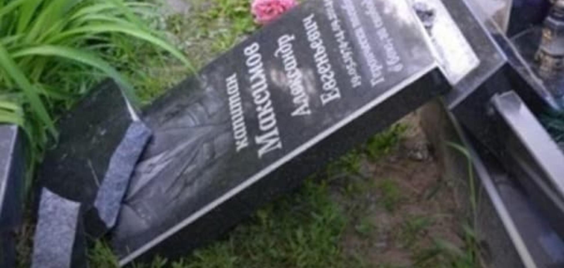 Пом'янули: у Полтаві п'яний чоловік розбив пам'ятник бійцю АТО