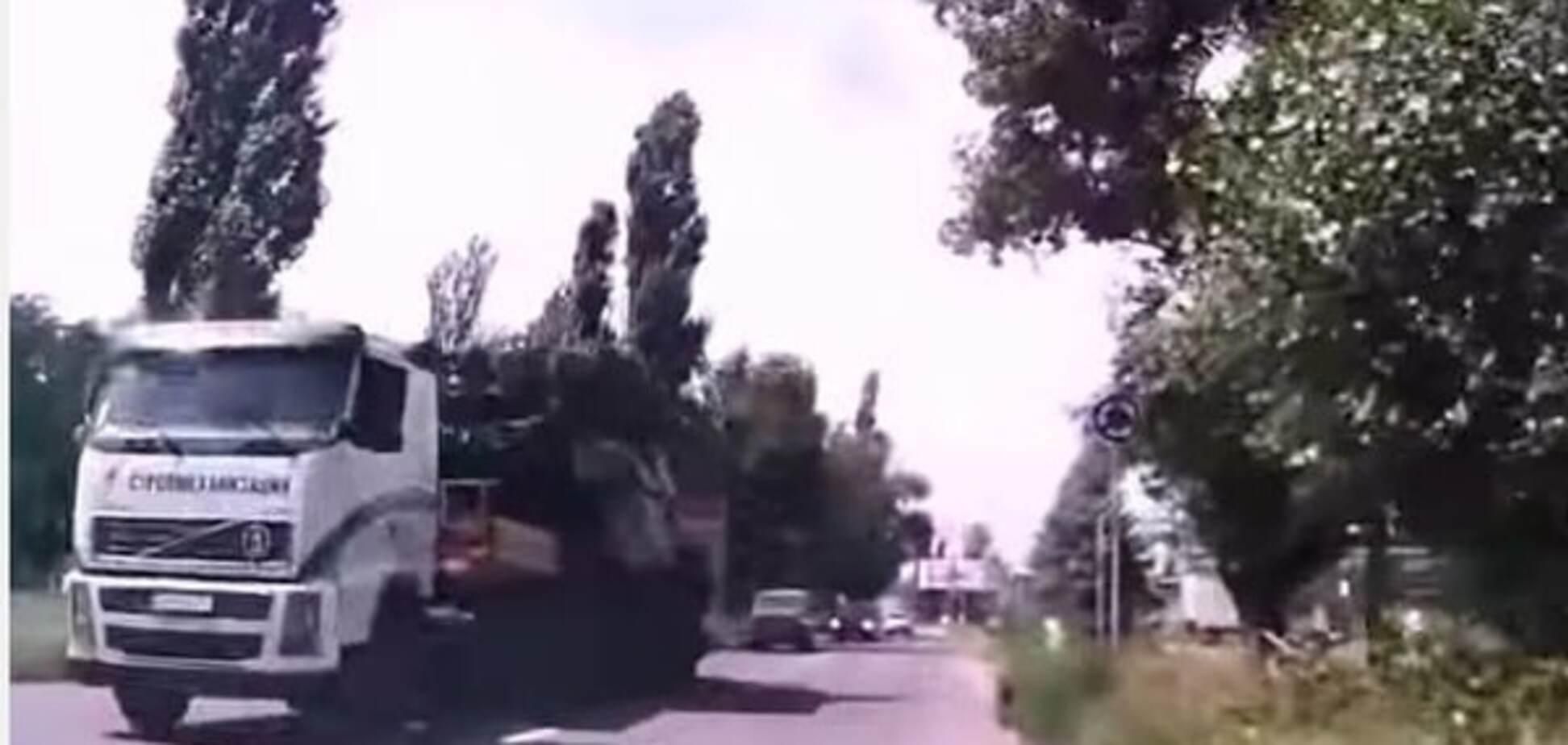 Крушение MH17: в сети показали новое видео транспортировки 'Бука', с которого сбили Boeing-777