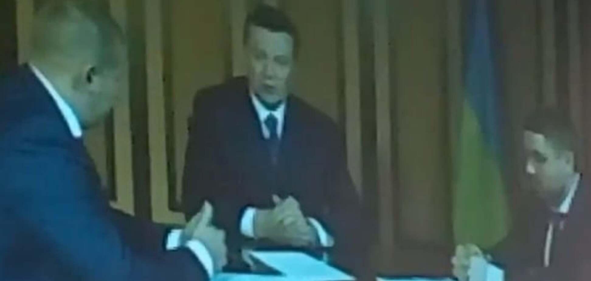 Янукович дает показания