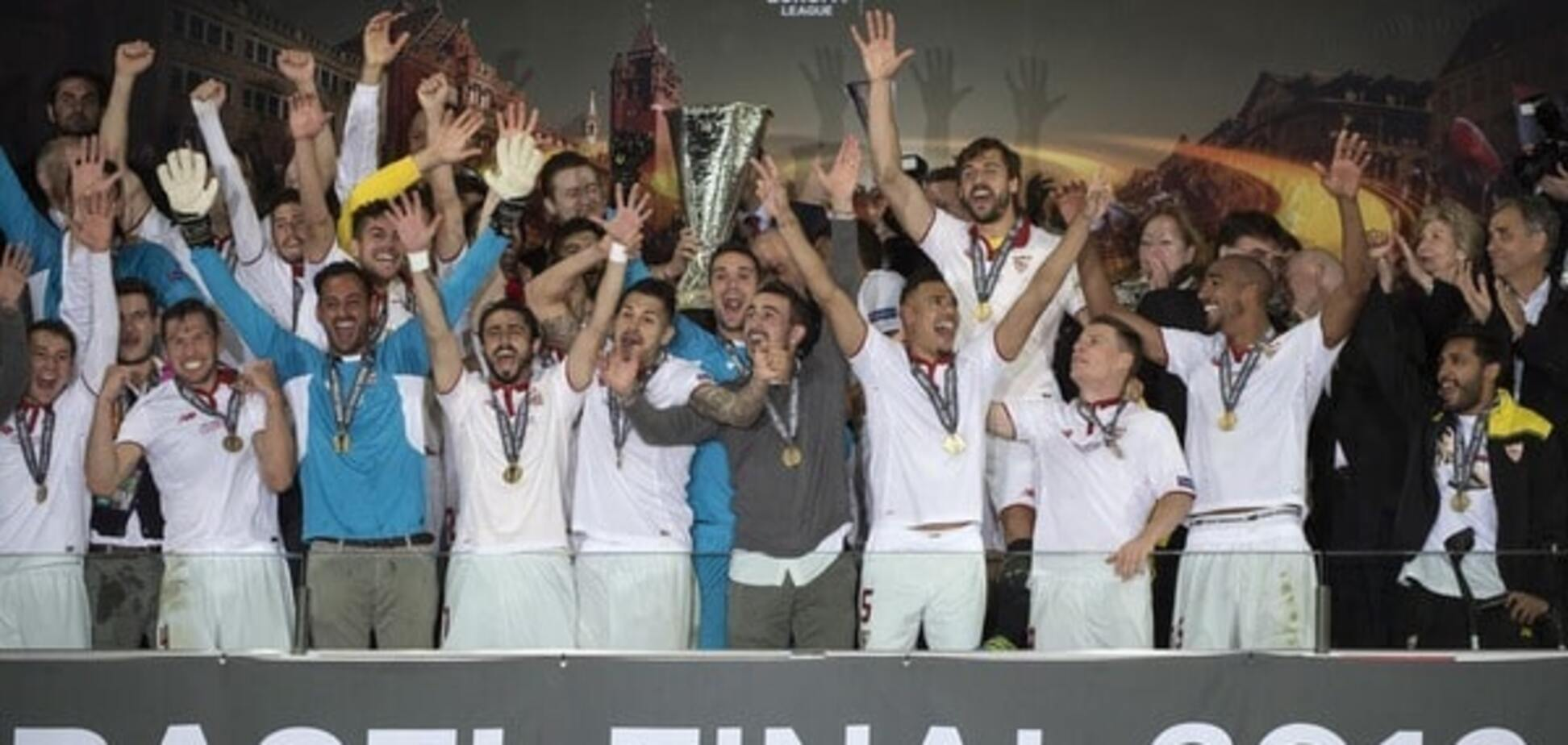 Севилья празднует победу в финале Лиги Европы