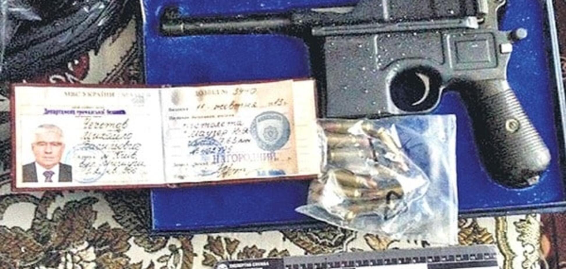 У киевской оружейной мафии нашли наградной 'Маузер' Чечетова