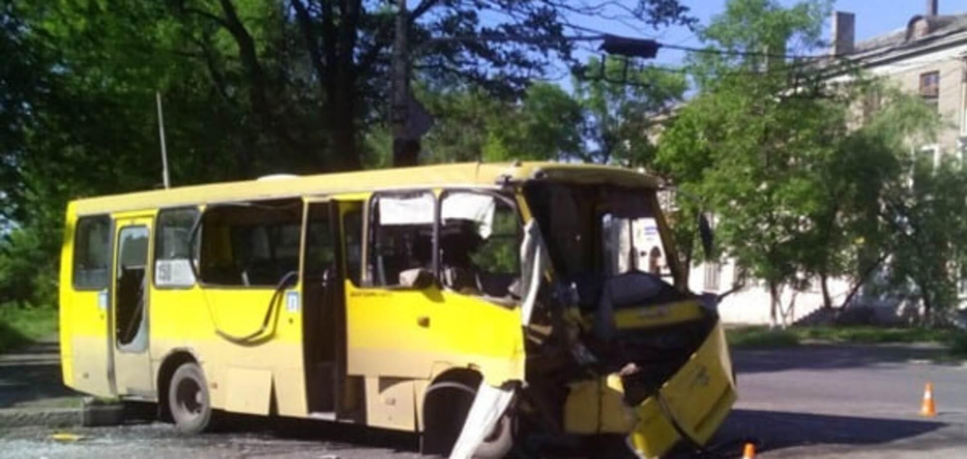 Постраждали військові: в Маріуполі зіткнулися два автобуси