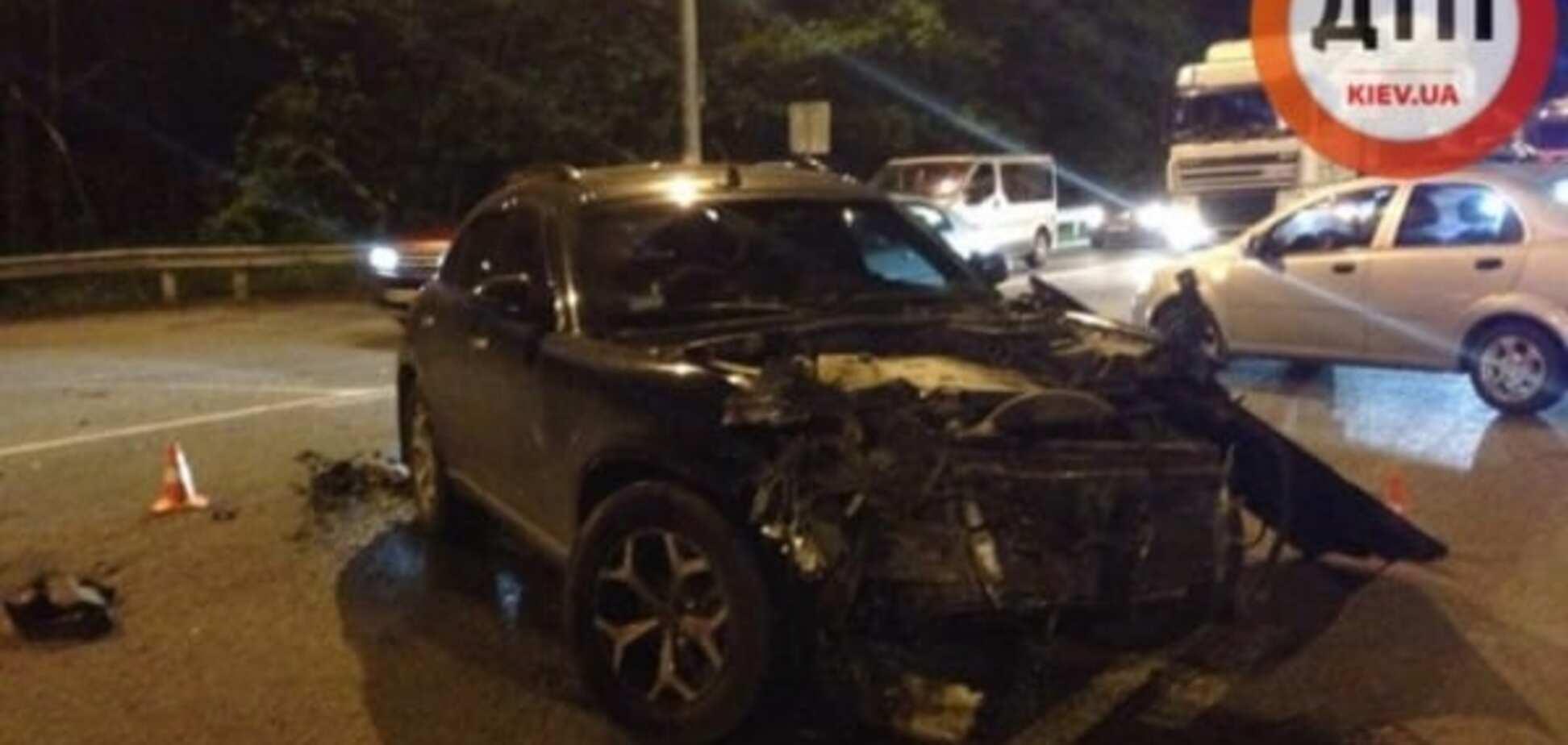 Під Києвом водій на Infiniti з дитиною в салоні протаранив Saab