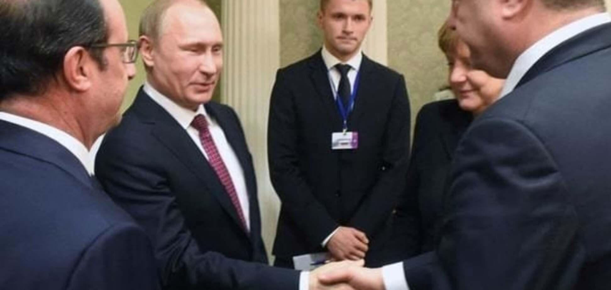 Порошенко потиснув руку Путіну