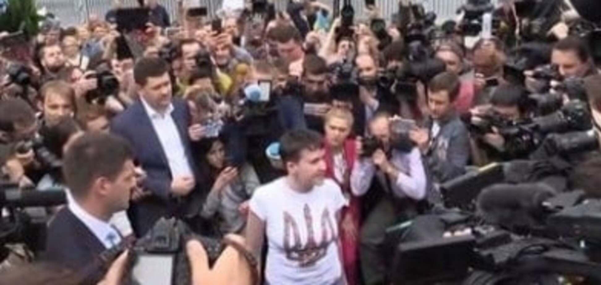 Надія Савченко вже в Україні – сьогодні її обміняли на російських ГРУшників