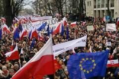 Против чего протестуют поляки