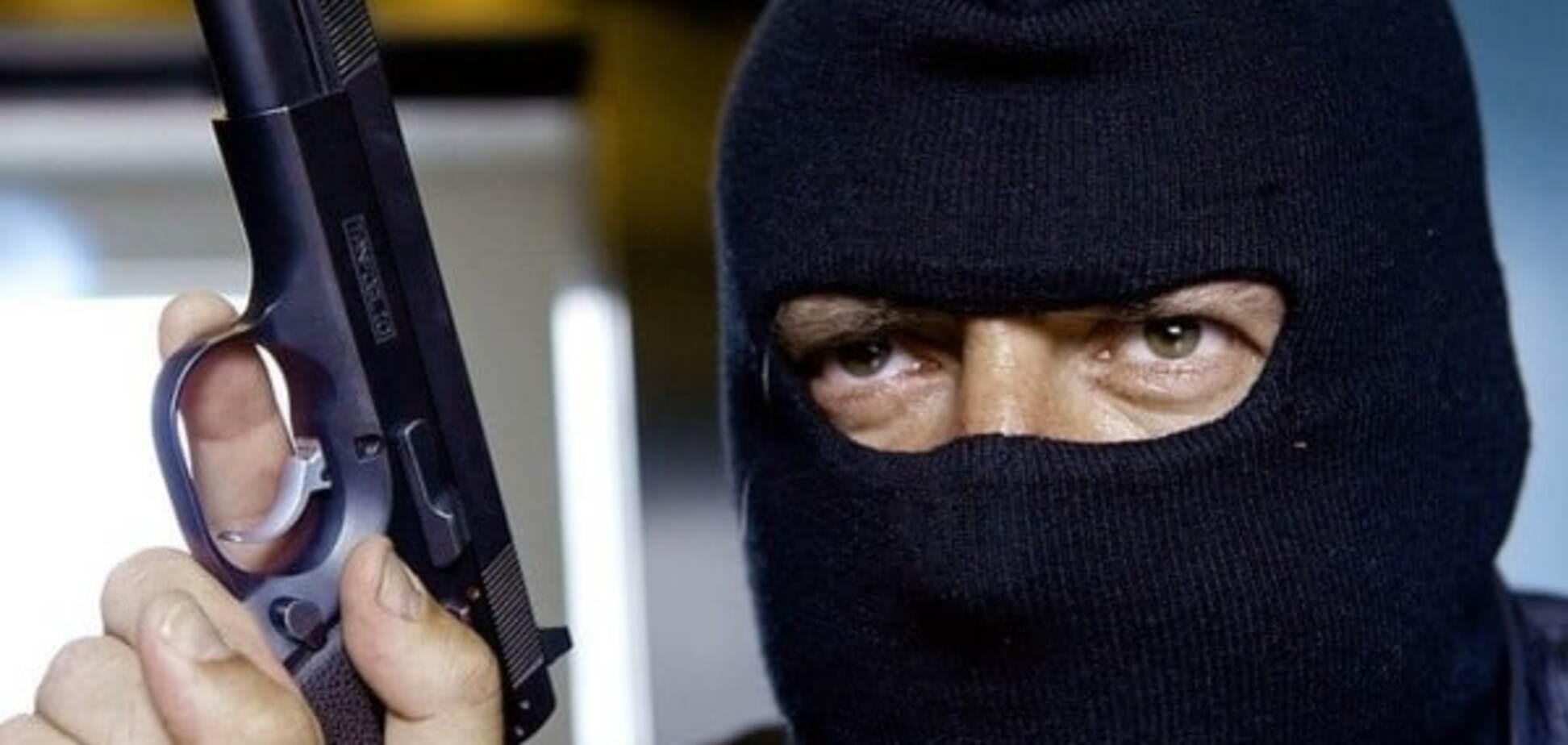 У Миколаєві за пограбування ювелірки на понад 1 млн грн затримано поліцейських
