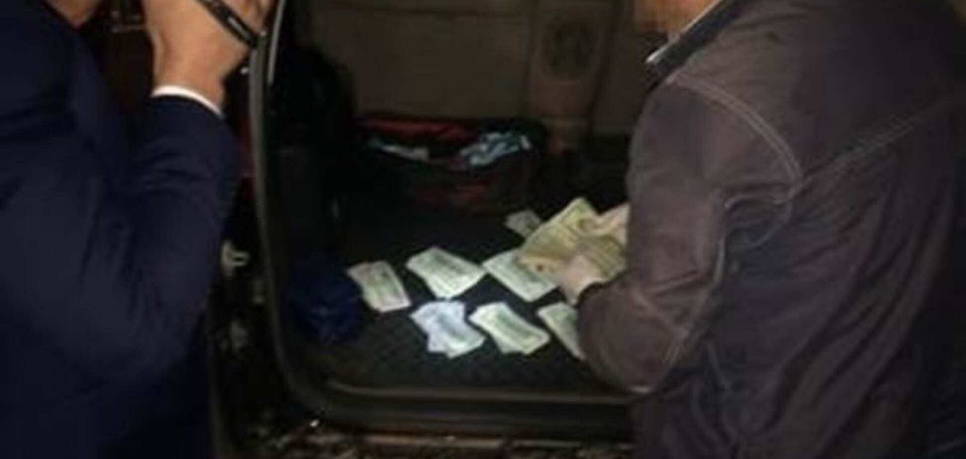СБУ затримала на хабарі в 300 тисяч прикордонника з Миколаєва