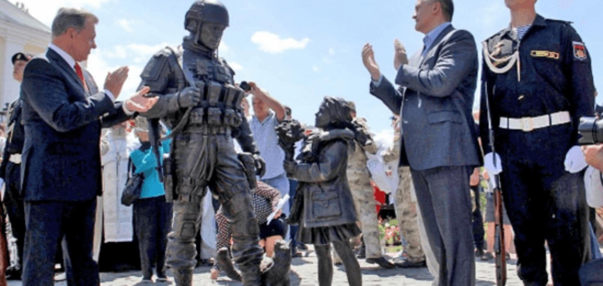 'Церетели наваяло': в сети высмеяли нелепый памятник оккупантам в Крыму. Фотофакт