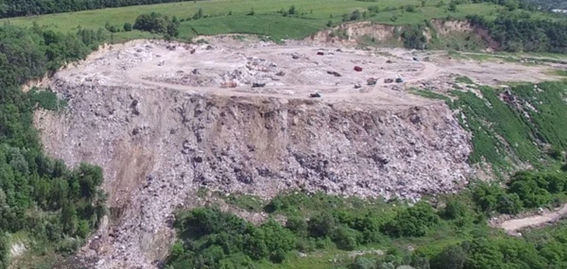 'Мусорный Эверест' Киева: мегасвалка в зеленой зоне столицы - видео с воздуха