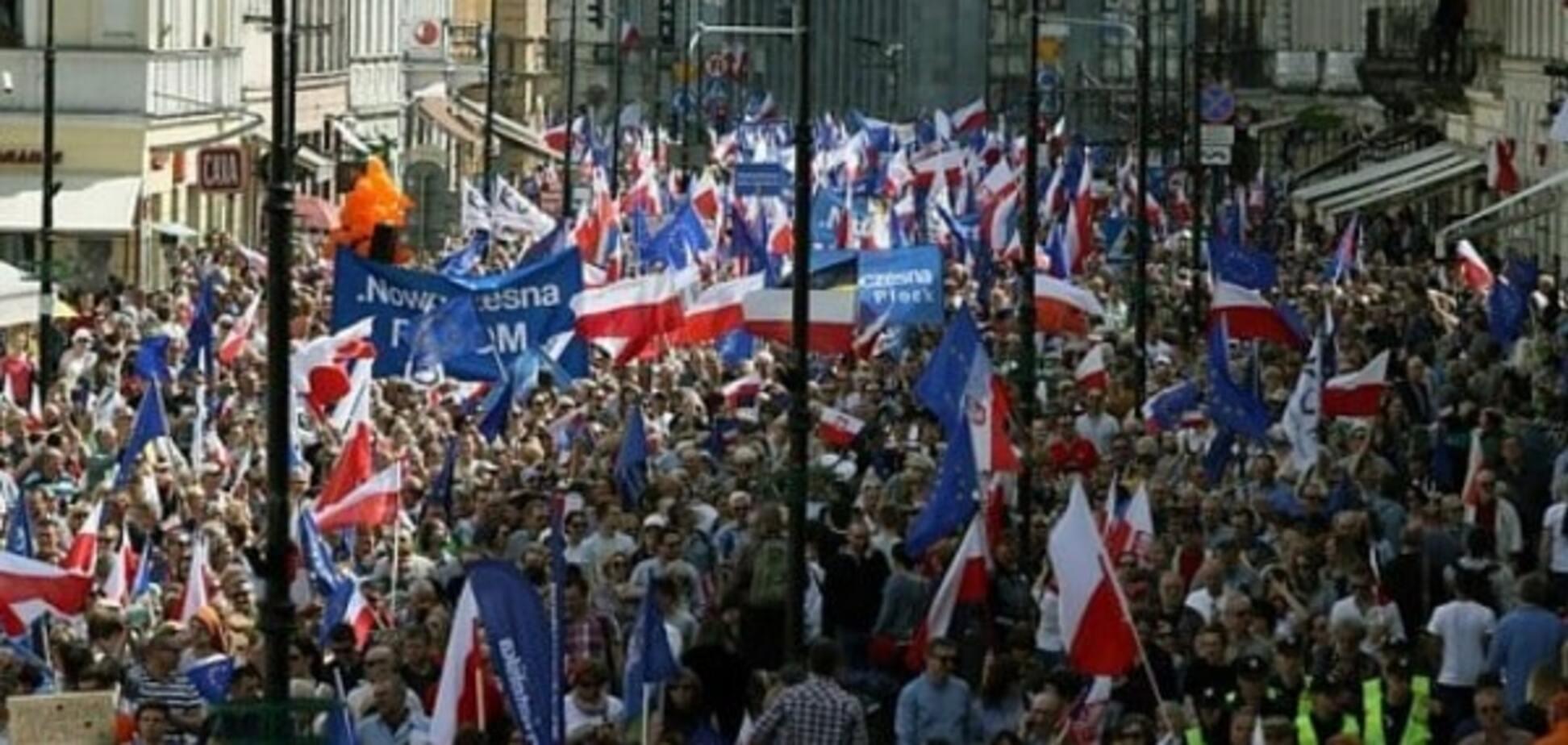 Поляки виходять на масові акції протесту