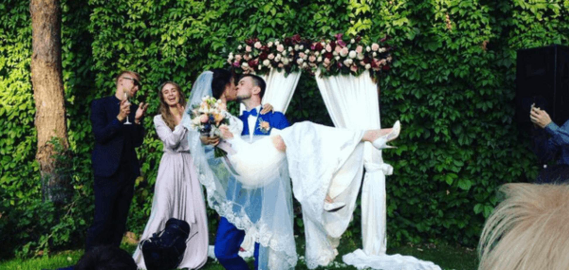 Ярмак женился на длинноногой красотке