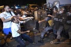 разгона митинга возле захваченного отделения полка патрульно-постовой службы