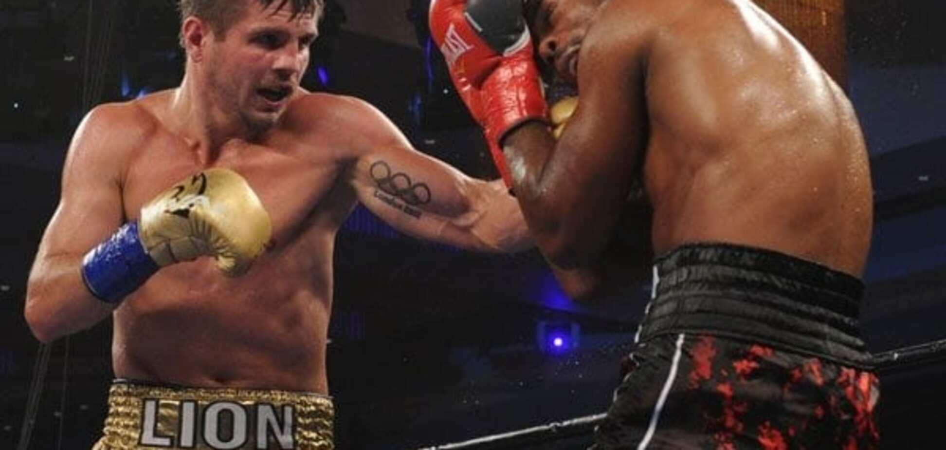 Непереможний український боксер побив американця: відео нокауту