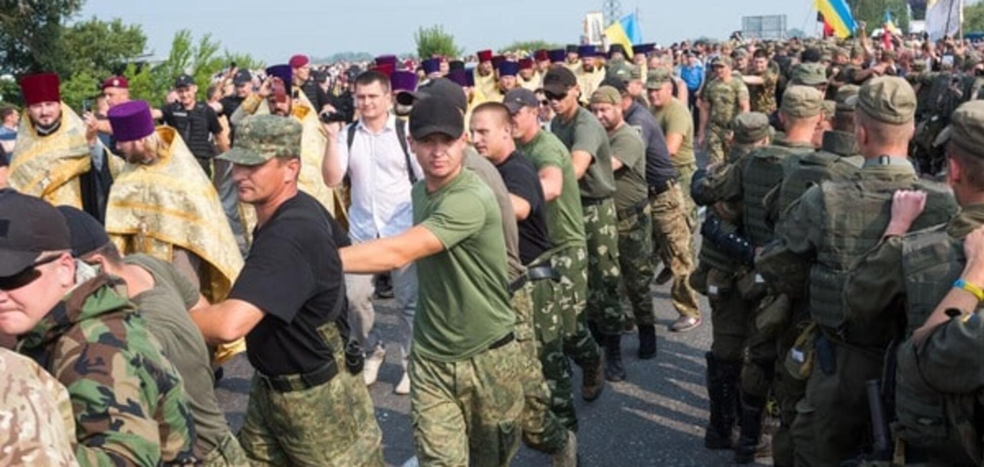 На подступах к Киеву: Крестный ход грозит перерасти в побоище