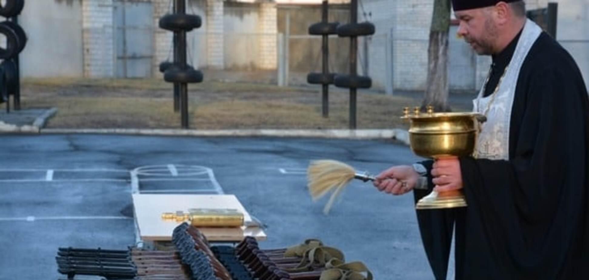 священник и оружие