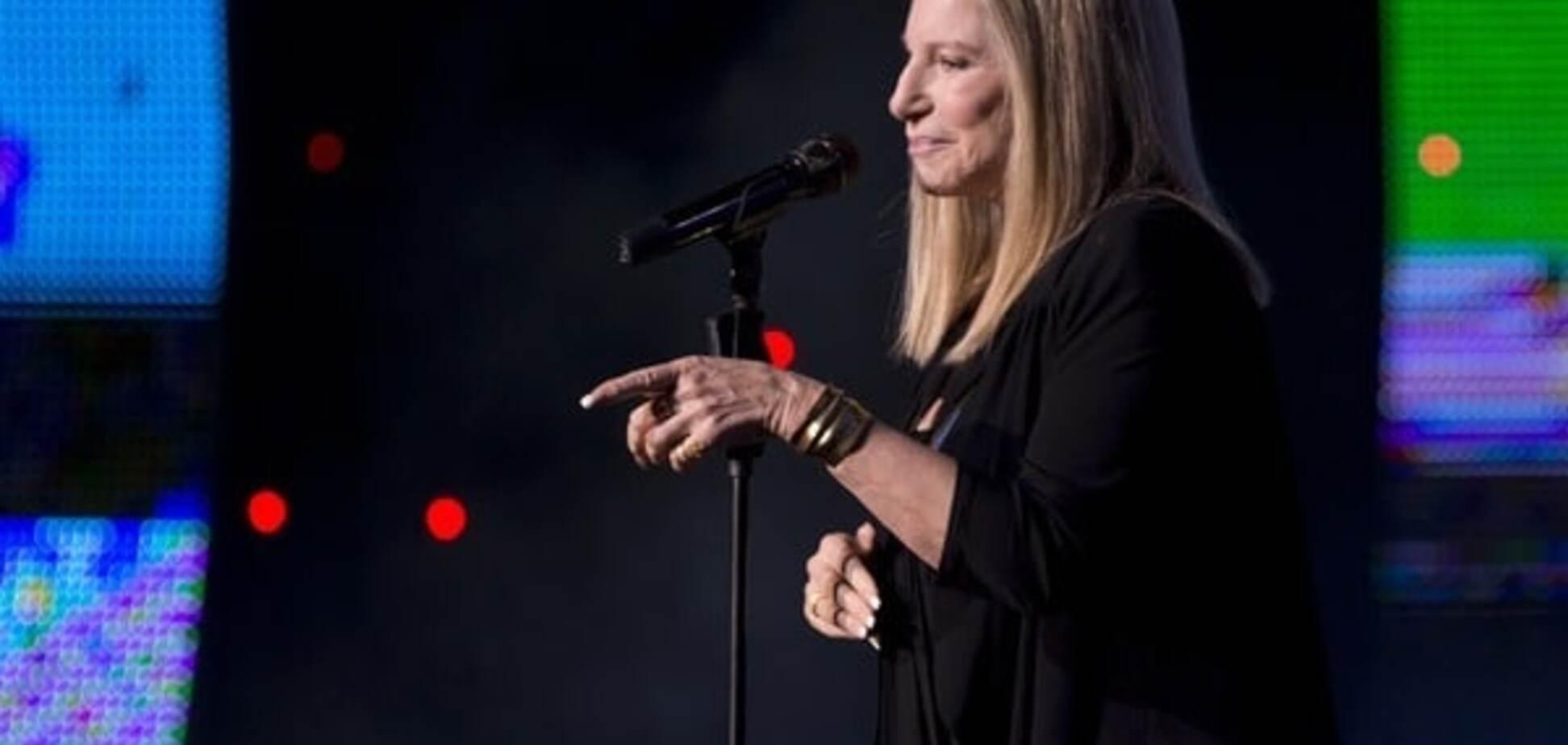 'Кто бы нанял этого клоуна?': Барбра Стрейзанд спела сатирическую песню о Трампе. Опубликовано видео