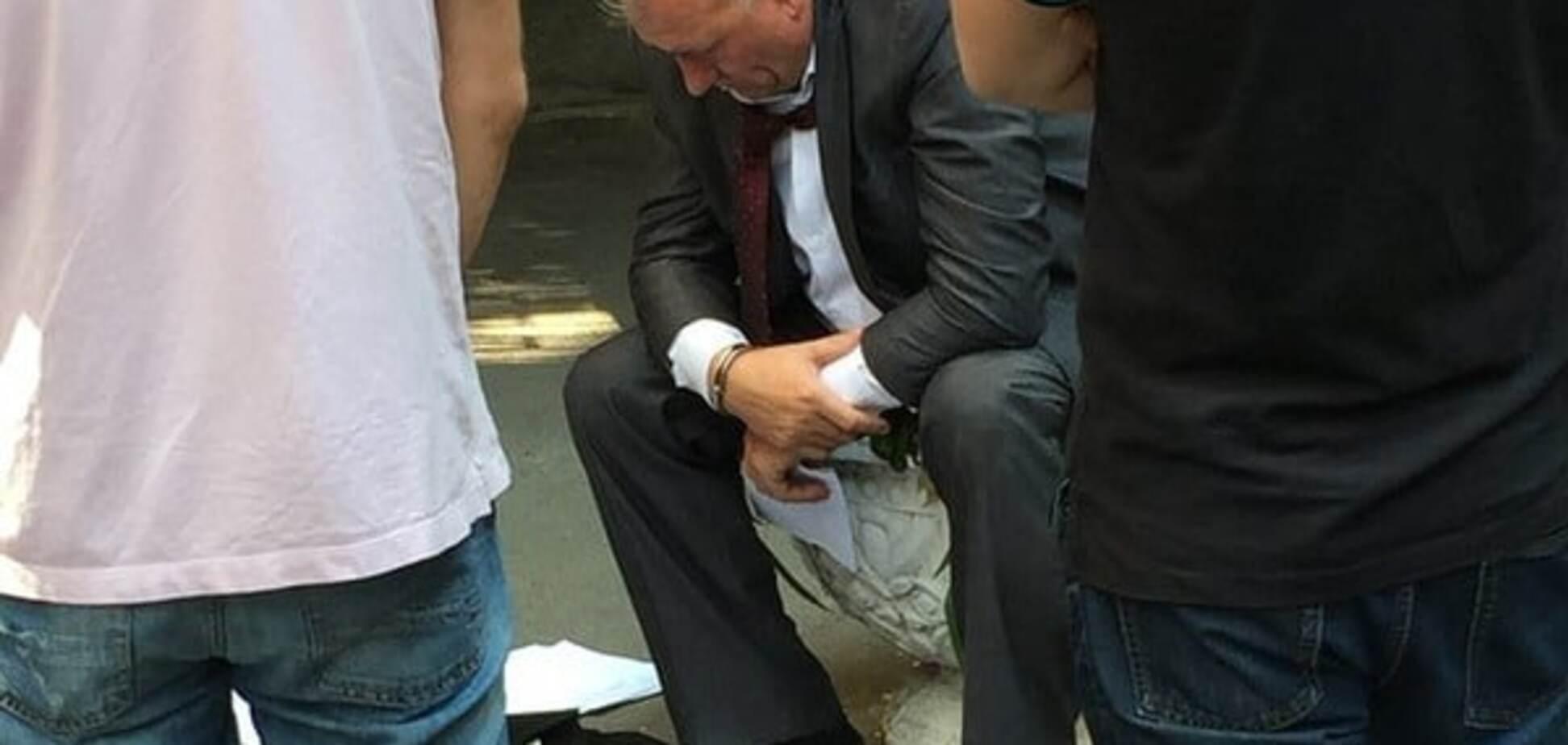 В Киеве возле Администрации президента задержали взяточника - нардеп