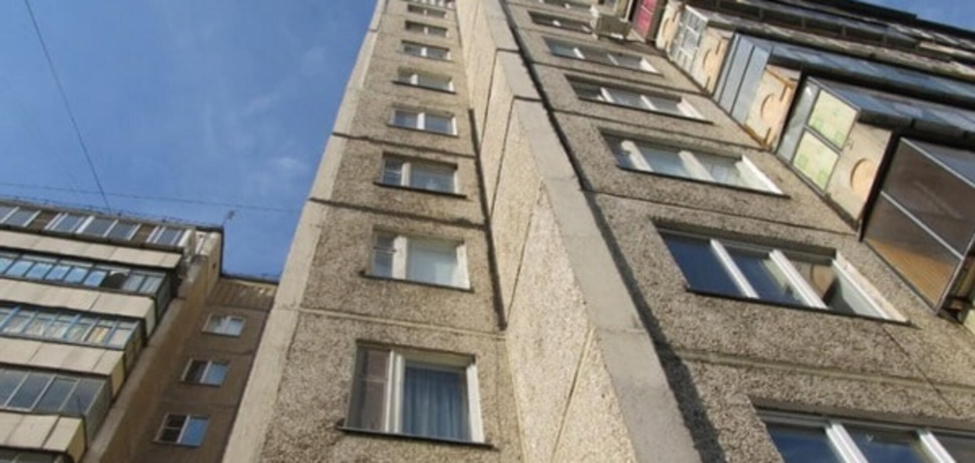 Жахлива подія: у Києві із 5 поверху випала однорічна дитина