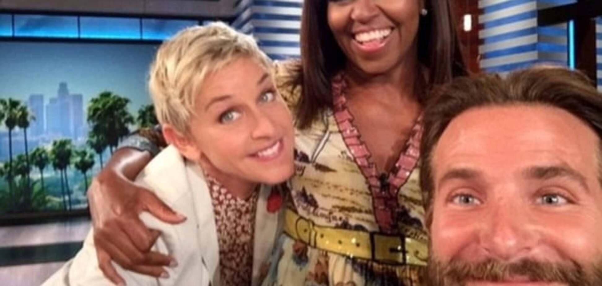 Брэдли Купер сделал уникальное селфи с Мишель Обамой на шоу Эллен ДеДженерес