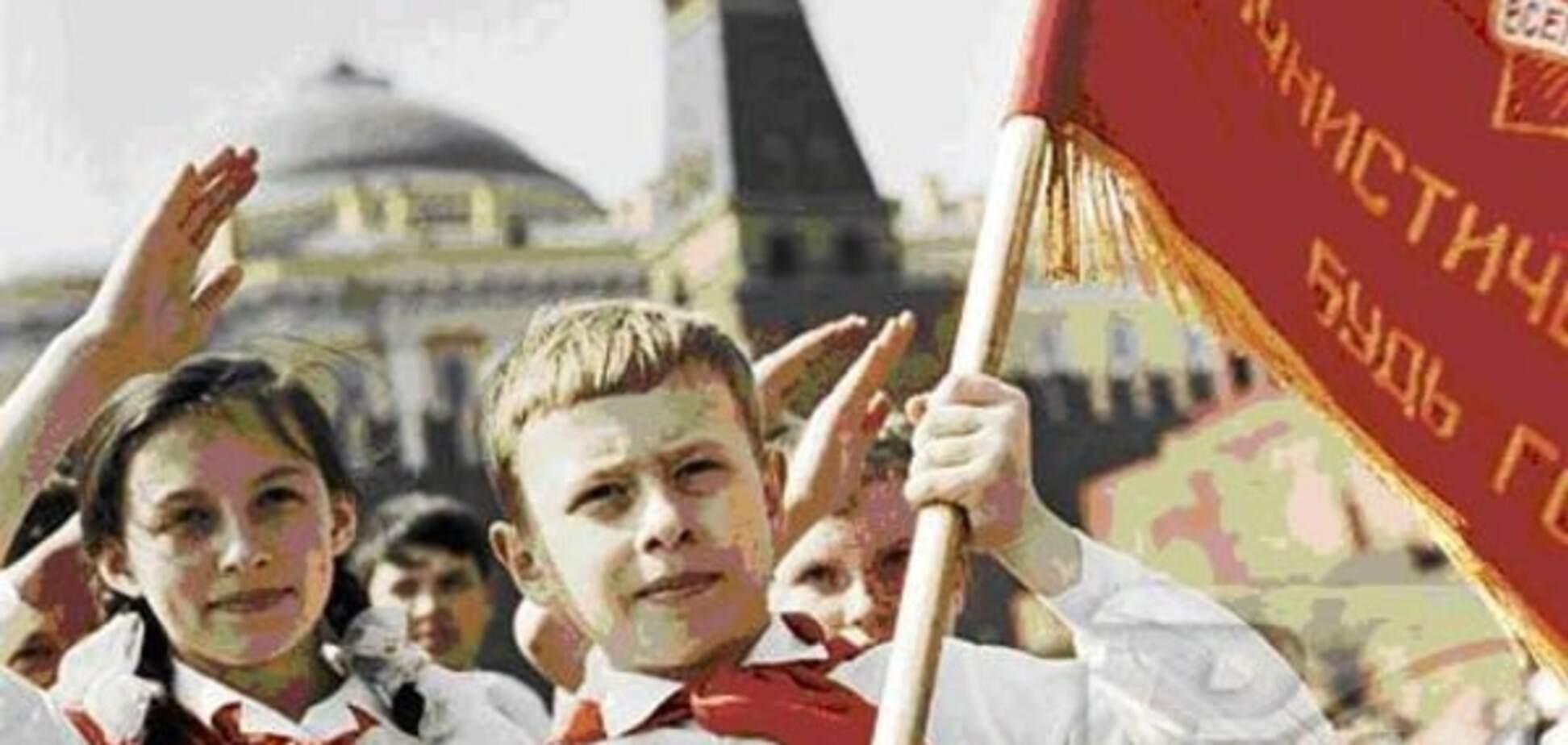 'Счастливое советское детство' с ключом на шее