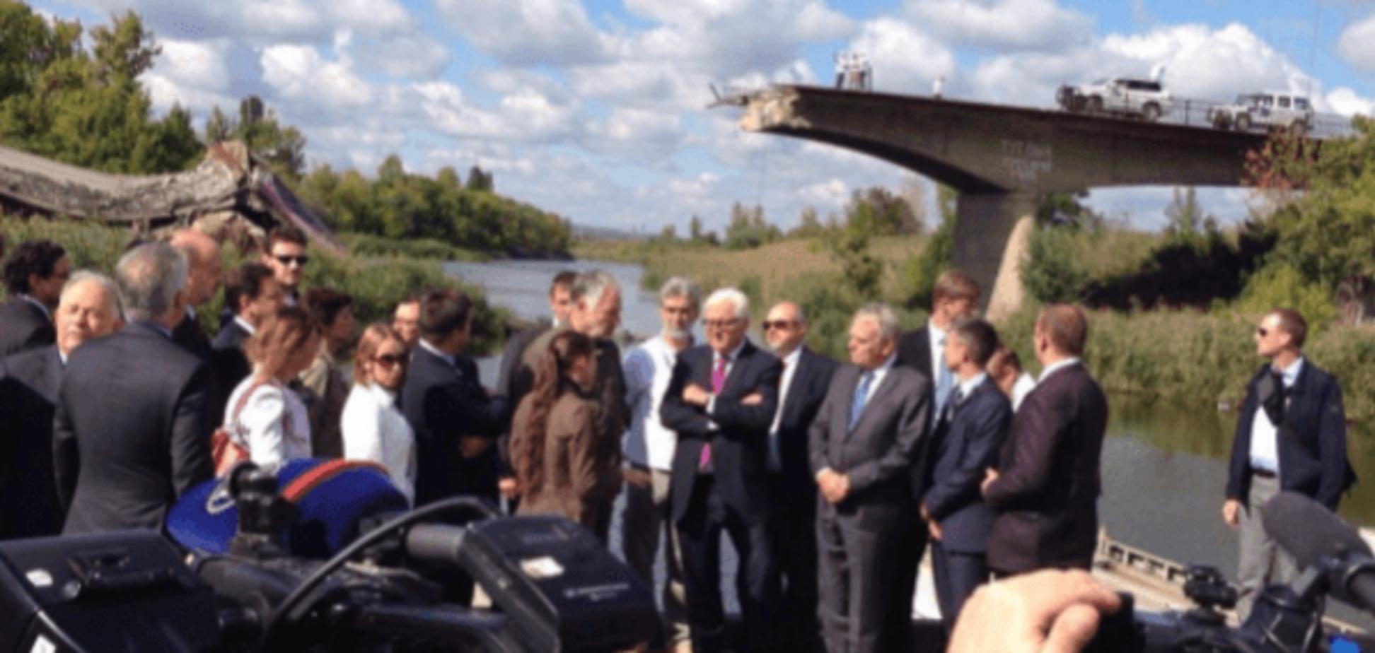 Жебривский показал Штайнмайеру и Эйро разрушенный войной мост в Славянске: фотофакт