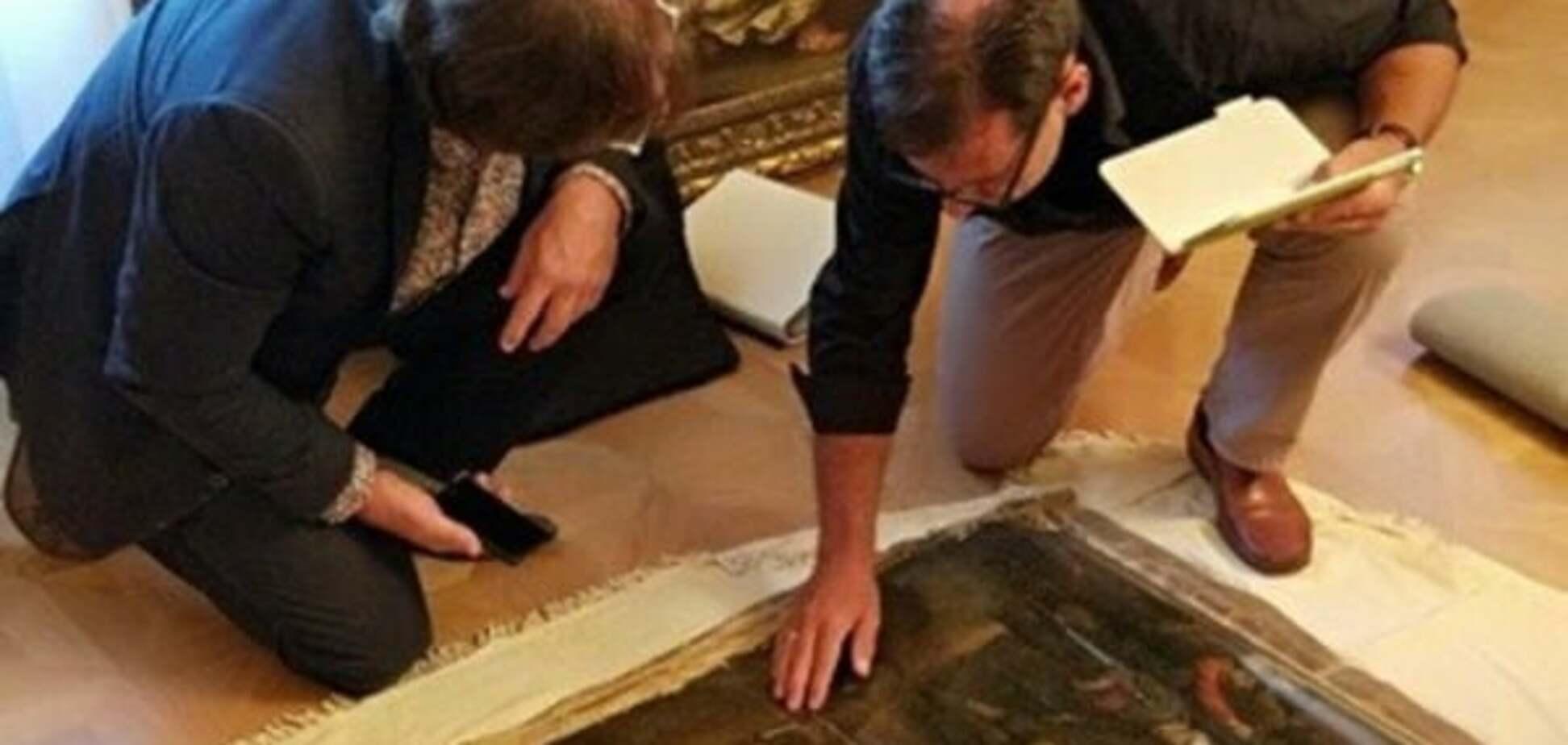 СБУ показала директору музею викрадені в Нідерландах картини