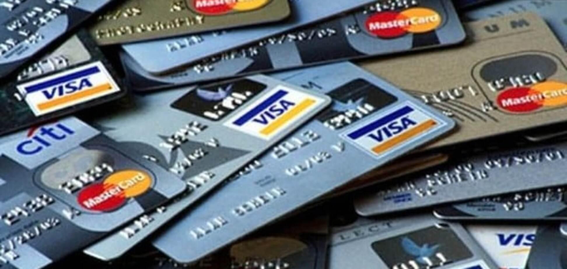 НС у київському банку: клієнт 'свиснув' ящик із кредитними картами