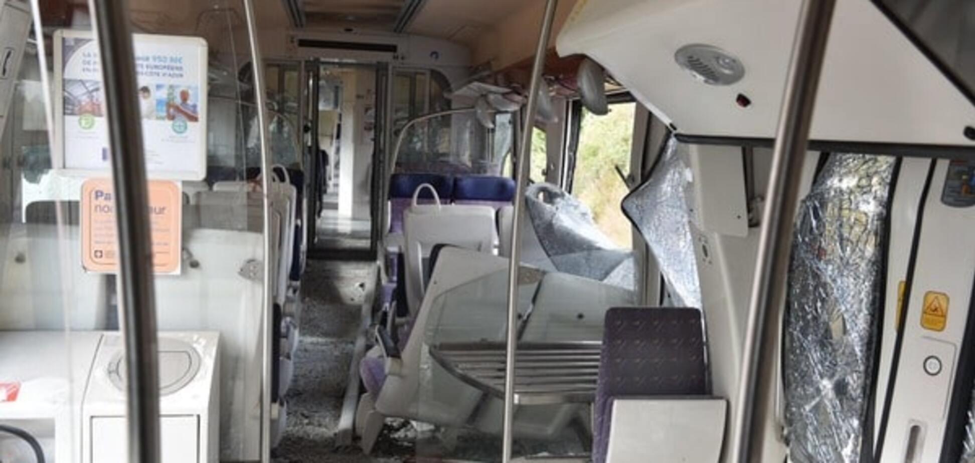 Во Франции поезд столкнулся с грузовиком: пострадали 12 человек. Фотофакт