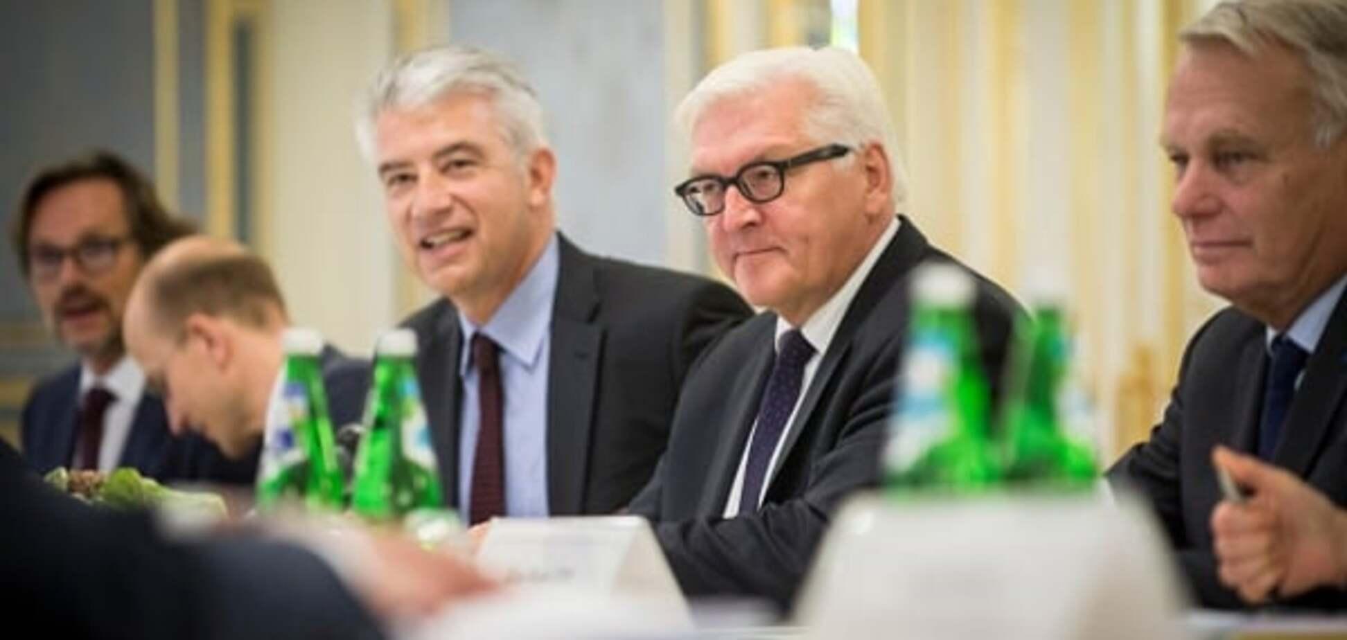 Штайнмайера и Эро на Донбассе встретили пикетом
