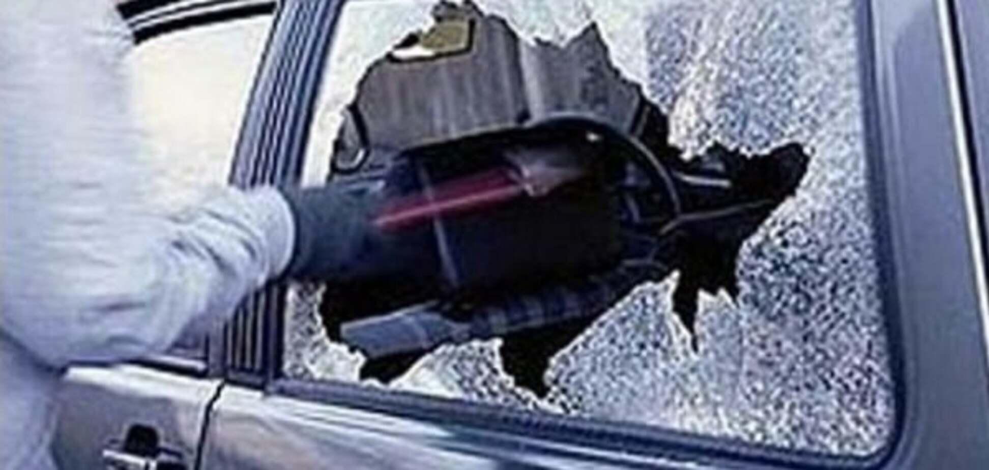 В Киеве 'обчистили' автомобиль нардепа