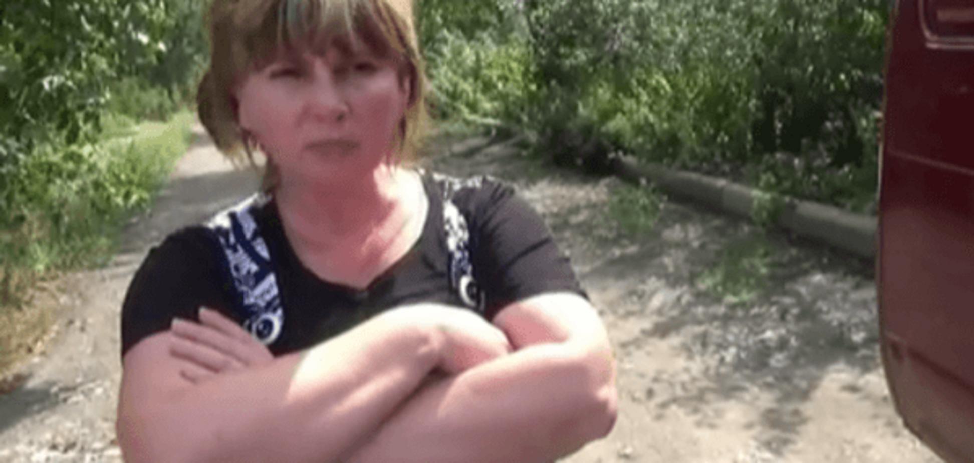 У мережі показали, як сім'ї убитих терористів отримували 'гуманітарку' з РФ