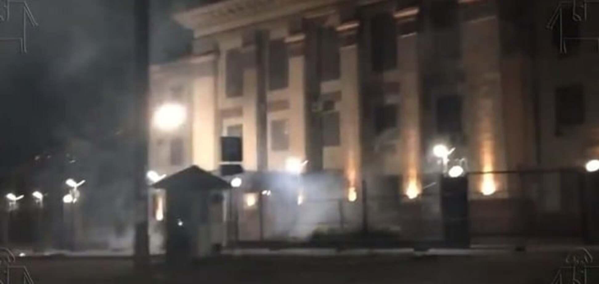 'Русские свиньи, здесь вам не рады': в Киеве ночью обстреляли посольство РФ