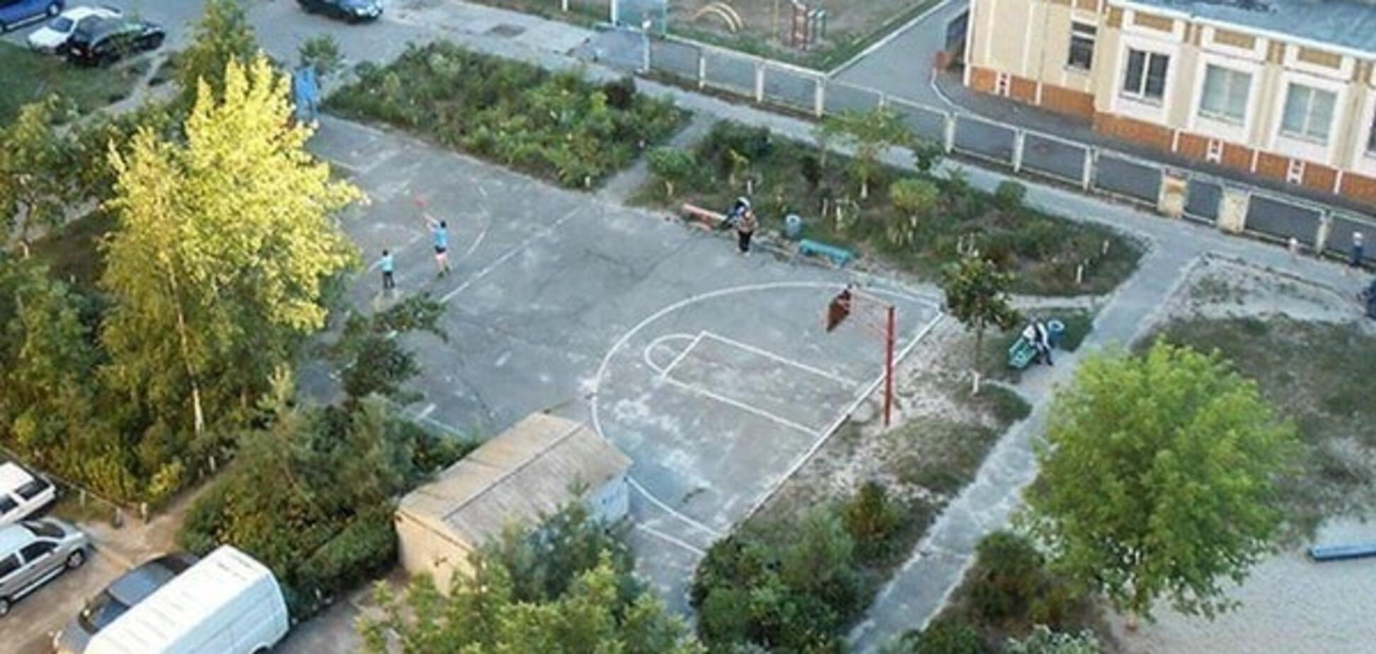 Спорт замість наркотиків: волонтери облаштують сучасний майданчик на столичній Троєщині